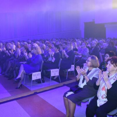 Uczestnicy podczas uroczystości z okazji dnia kobiet