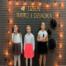 Trzy dziewczynki śpiewają
