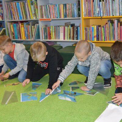 Dzieci czytają