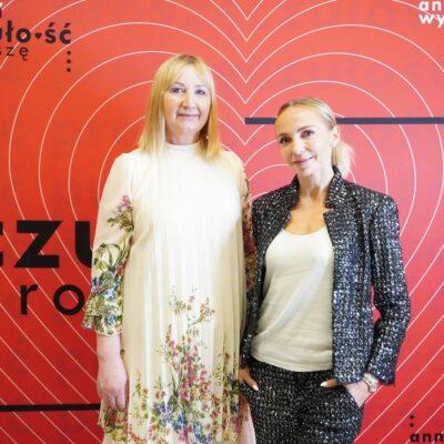 Anna Wyszkoni z Dyrektor GOK i B Barbarą Tasarz