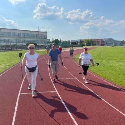 seniorzy na bieganiu