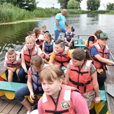 Dzieci na łodzi