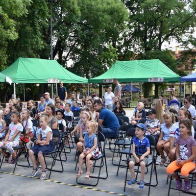 Dzieci przybyłe na spektakl