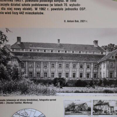 Fotografia pałacu z Rzeczycy sprzed 1945 roku.