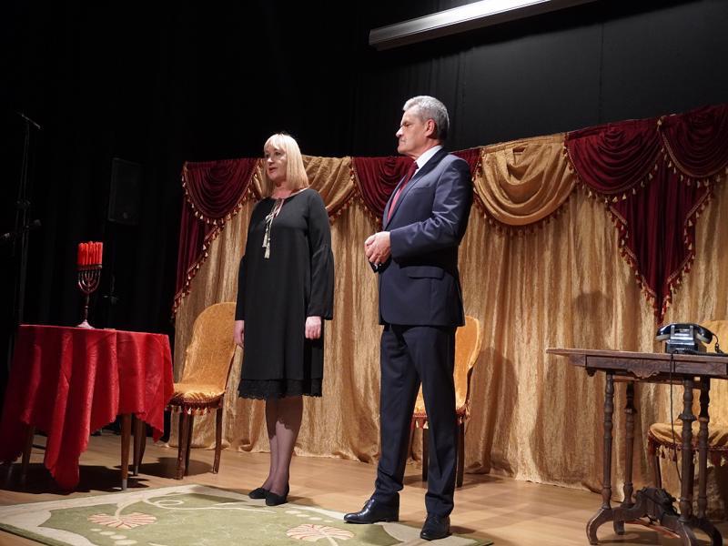 Składanie życzeń przez Wojta Gminy Grębocice Pana Romana Jabłońskiego i Panią Barbarę Tasarz-Dyrektora GokiB w Grębocicach